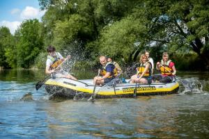 Teamwork im Schlauchboot
